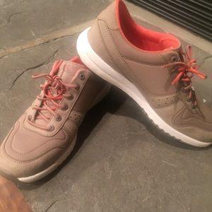 Rockport Walking Sneaker/Shoe like NEW!! Size 6